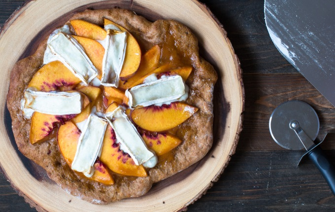 dessert-pizza-with-peach-sauce-rio-oso-gem-peaches-and-goat-milk-brie-9212