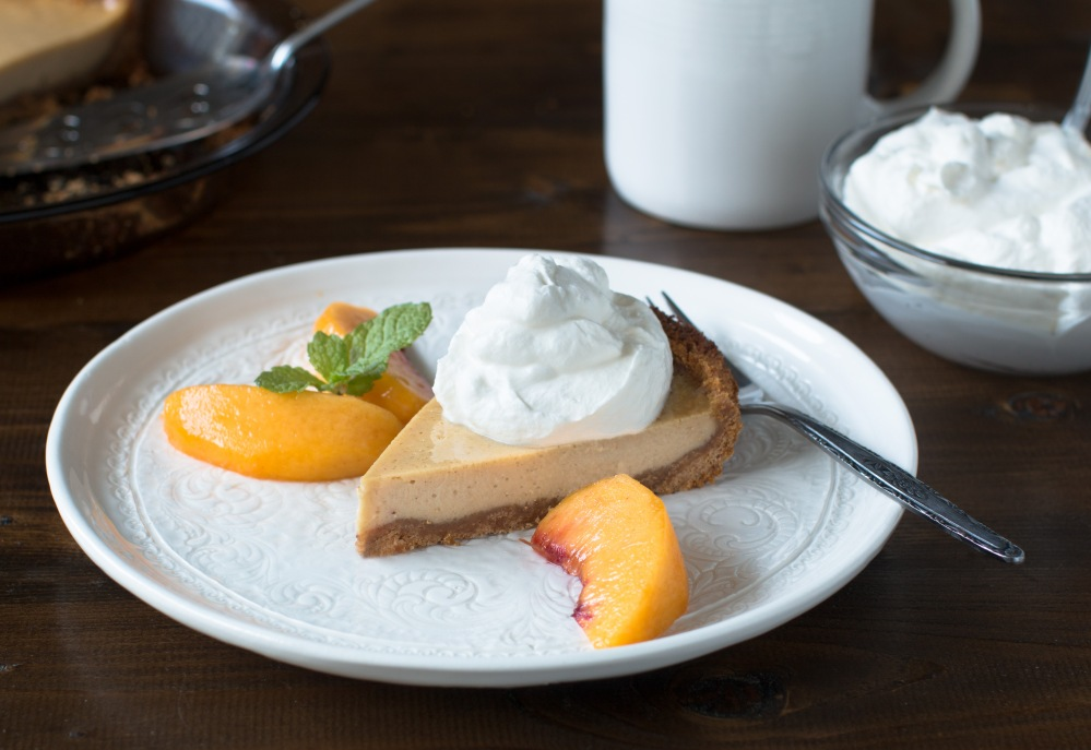 peach-cream-pie-with-whipped-cream-and-fresh-peach-wedges-9142