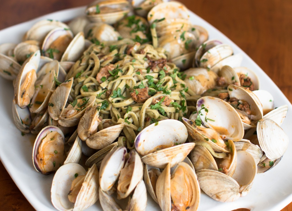 steamed-clams-and-spanish-chorizo-with-basil-and-garlic-linguini-9171