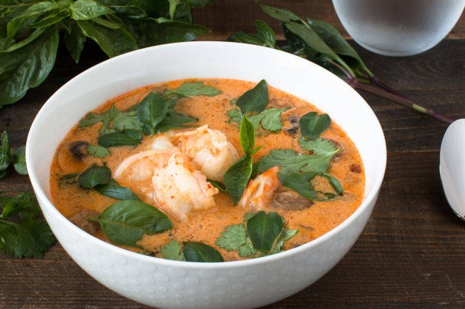 tom-yum-goong-or-spicy-thai-red-currycoconut-and-shrimp-soup-9644-2