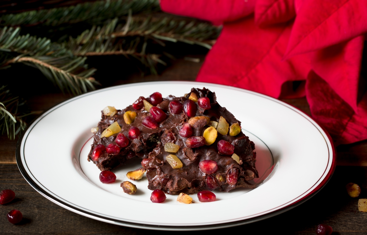 Dark Chocolate Christmas Bark with Pomegranate Seeds, Pistachios, and ...