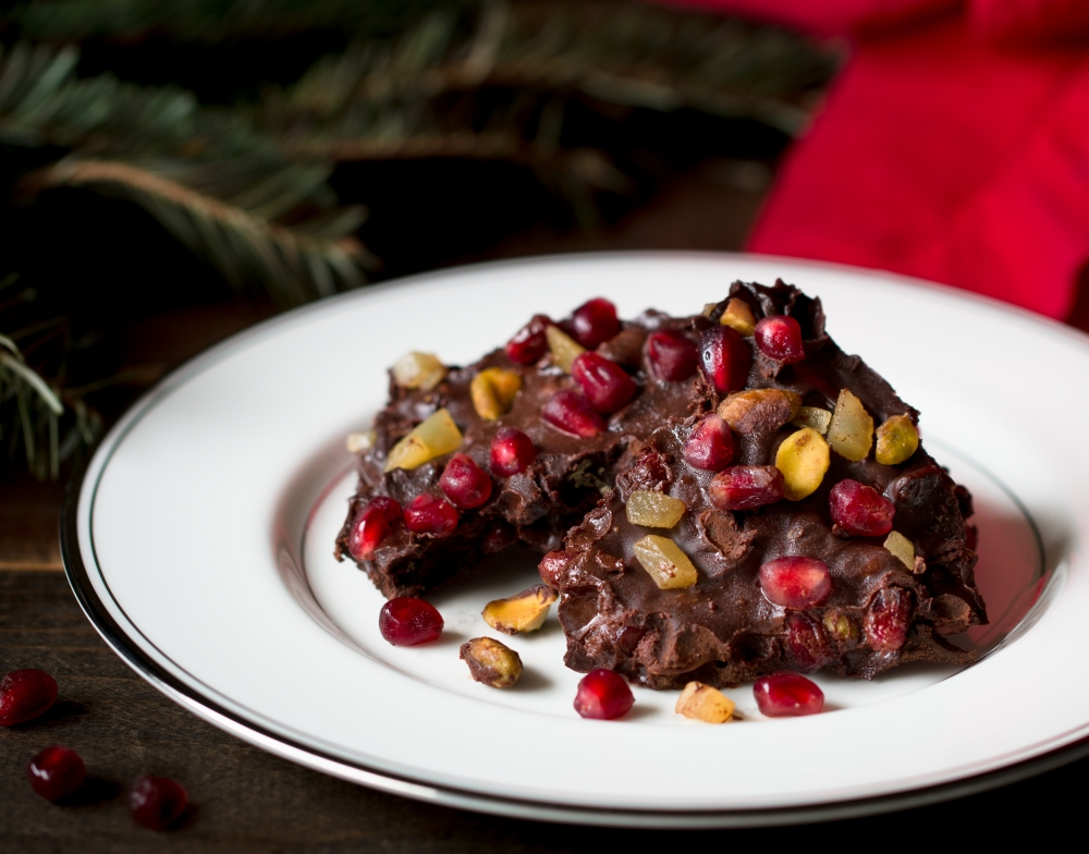 dark-chocolate-christmas-bark-with-pomegranate-seeds-pistachios-and-candied-ginger-3767