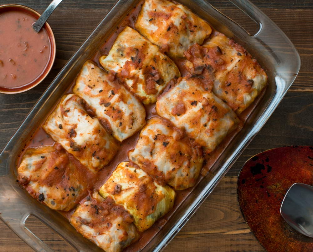 Stuffed cabbage rolls in red sauce lr-7885