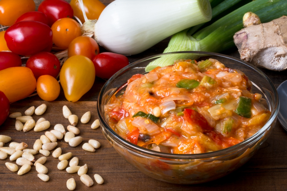 Roasted cherry tomato, spring onion, and pine nut chutney lr-7595