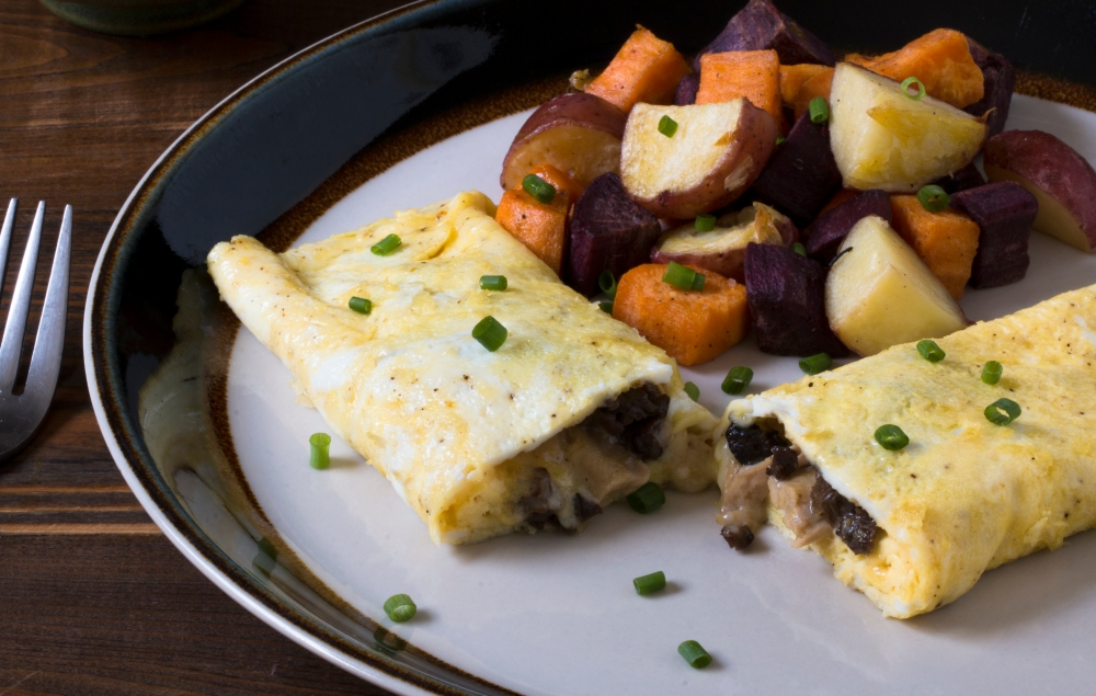 Chicken neck meat, morel, and cheddar cheese omelet with duck fat roasted mixed potatoes hr-9846